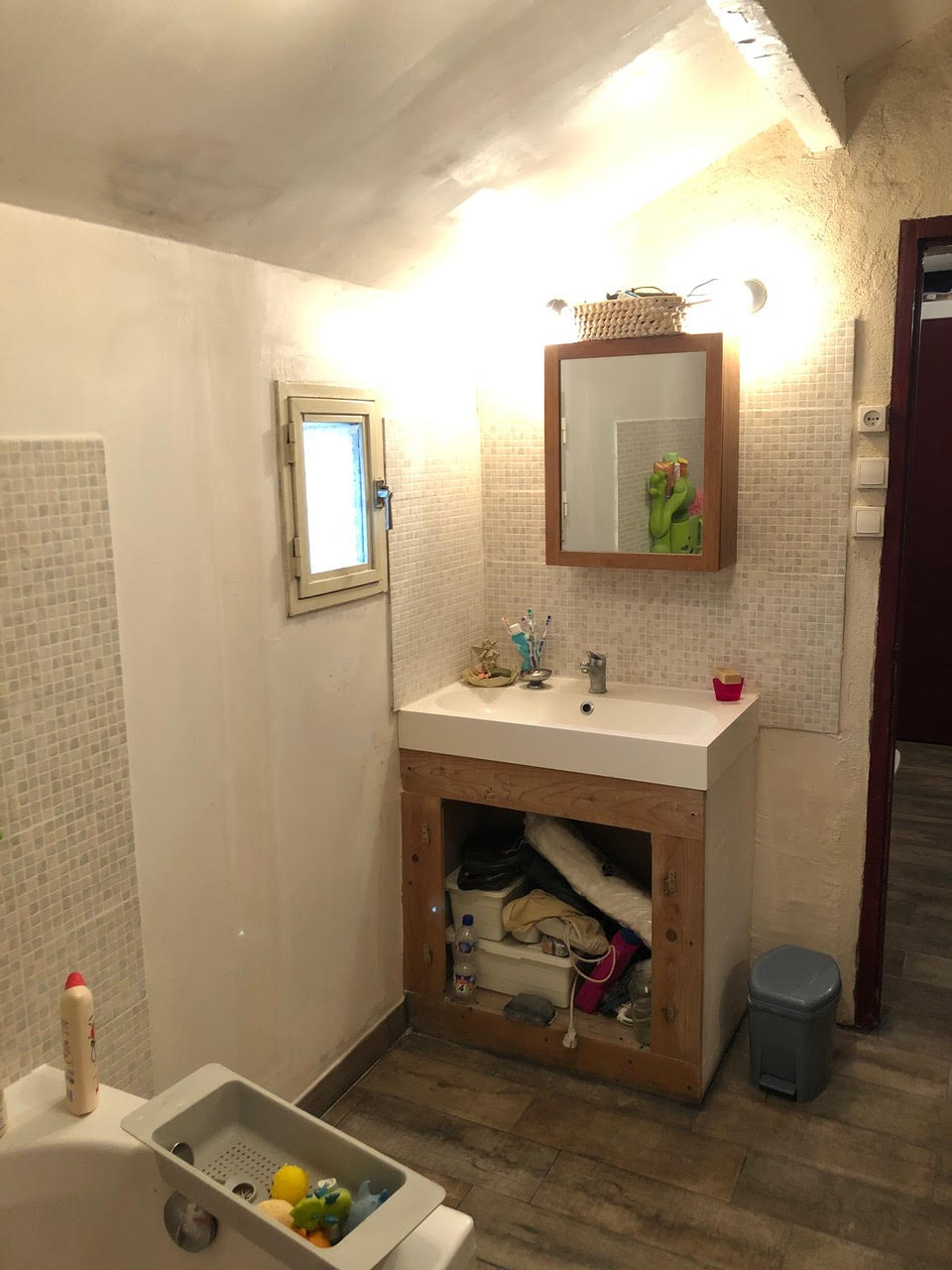 Aménagement intérieur et décoration d'une maison des années 50  - Arles - sdb